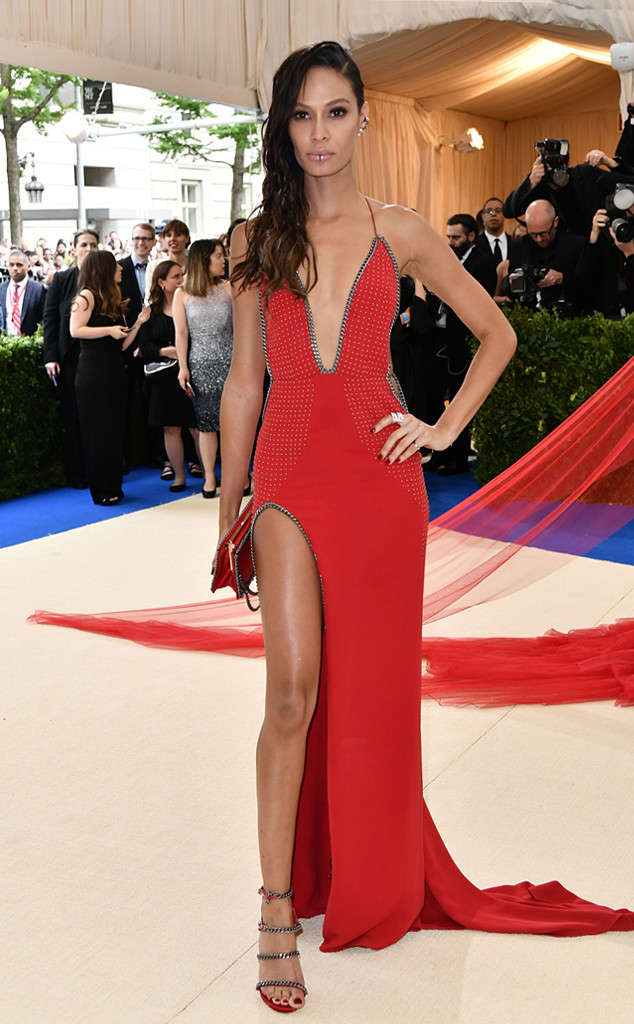 rs_634x1024-170501153544-634-met-gala-2017-arrivals-joan-smalls