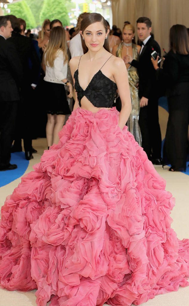 rs_634x1024-170501154243-634-met-gala-2017-arrivals-laura-osnes