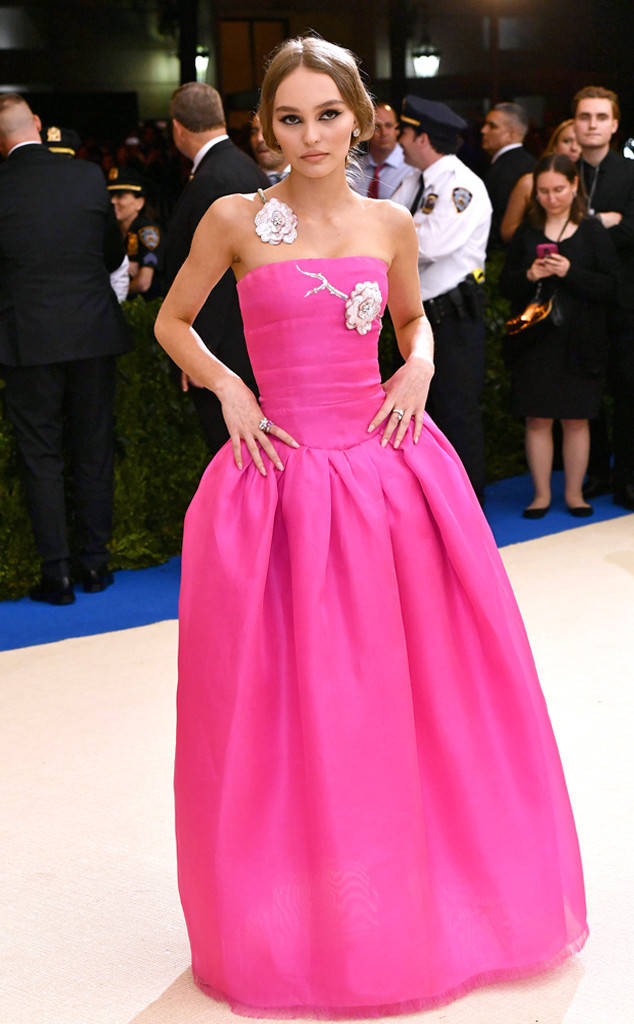 rs_634x1024-170501174142-634_Lily-Rose-Depp-Met-Gala-2017-Arrivals_ms_050117