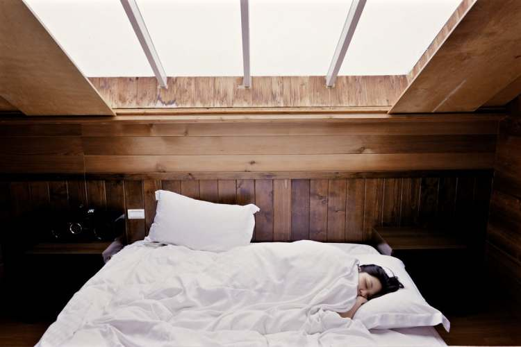 sleep-bed-woman-bedroom-503161